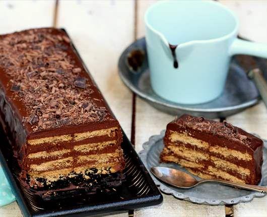 Tarta crujiente de galletas y crema de chocolate