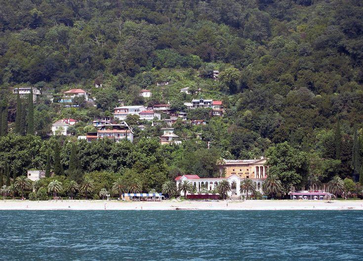 GagraColonnade - Abkhazia - Wikipedia, the free encyclopedia