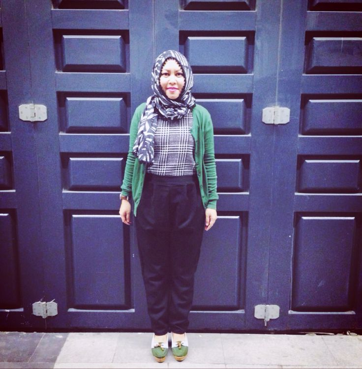 Hijab streetstyle :jump suit + cardigan
