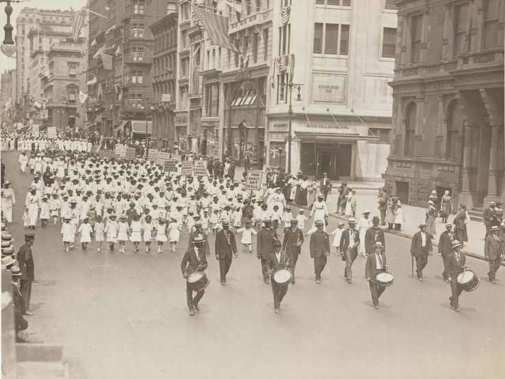 100 years ago today, the NAACP Silent Protest Parade took place in New York City – one of the earliest African American civil rights demonstrations. The @beineckelibrary has a display of photographs from the event on view through this weekend. ___ Photograph of the 1917 NAACP Silent Protest Parade by Underwood and Underwood (courtesy James Weldon Johnson Memorial Collection of African American Arts and Letters, Yale Collection of American Literature, Beinecke Rare Book and Manuscript…