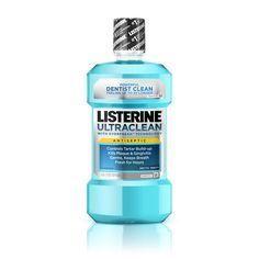 Zähneputzen und ist nur gegen Mundgeruch gut? Von wegen – die Flüssigkeit lässt sich für allerlei Dinge verwenden oder wärst Du darauf gekommen, dass Du damit Flohbefall bei deinem Hunde vermeiden kannst?  Am besten funktioniert es mit Listerine.  Wieso Listerine?  Weil die Erfinder 1879 eigentlich das Produkt als desinfizierendes Wundmittel bei Operationen entwickelt hatten. Listerine wird eigentlich erst seit 1970 als Mundwasser deklariert.