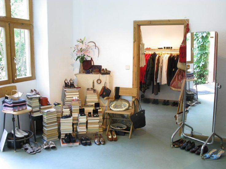 """Vom erfolgreichen Online Second Hand Shop zum realen Store im hippen Mitte hat sich """"Das Neue Schwarz"""" entwickelt."""