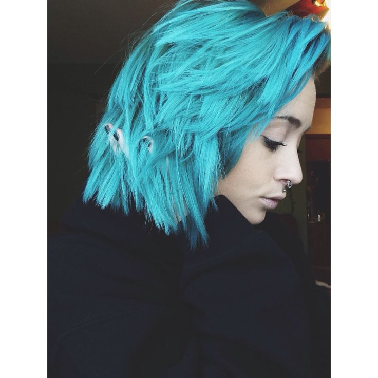 Instagram:   roxyy_holden   Manic Panic, Atomic Turquoise mixed with a little conditioner.