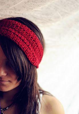 crochet Cute headband :-) Great blog with pattern