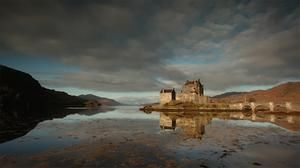 Discover the hundreds of Scottish castles, from ruins to stately homes and haunted rooms, plus trails and itineraries of the country's most famous castles.
