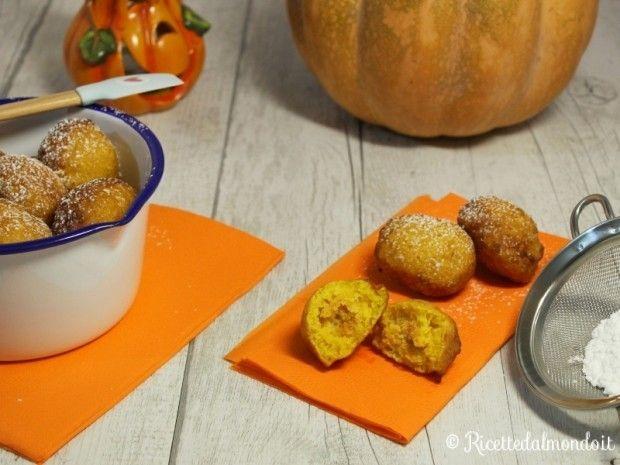 Frittelle di Zucca dolci  Le frittelle sono ottime in tutte le salse, ma queste alla #zucca sono fenomenali!