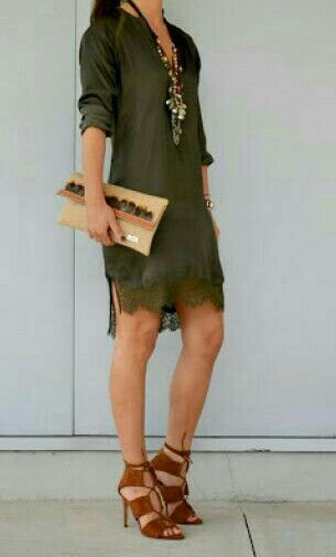 Verde militar para este original vestido.