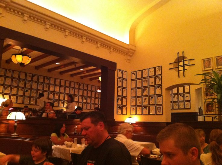 Lunch at The Brown Derby Restaurant in Hollywood Studios ...