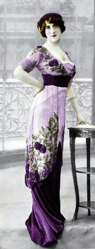 1910. Gorgeous dress. Reminds me of Kate Winslet's beautiful dresses in Titanic