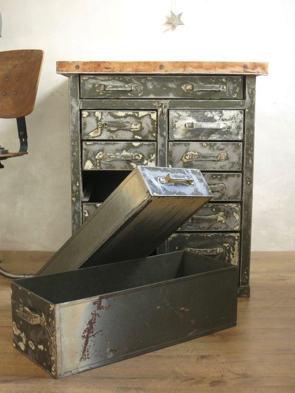 Le meuble industriel qui dechire commodes tables et for Meuble tv qui tourne