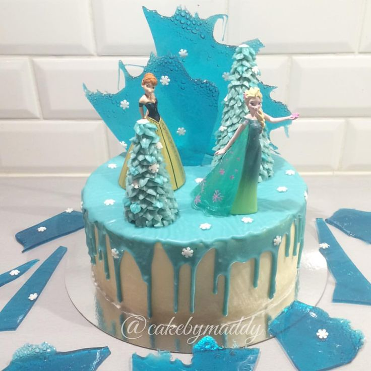 ❄️ Frozen cake ❄️ Another Frozen cake! This time with Anna & Elsa - for a girls 6:th birthday