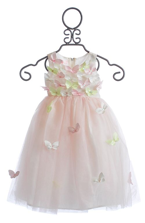 Wouldn't this make a gorgeous portrait for Easter? Love it! #easterdress #pasteleasterdress