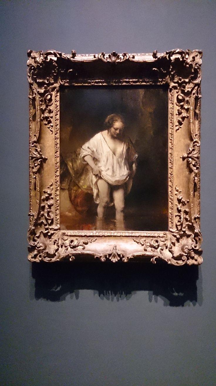 Pikant geschilderde Hendrickje Stoffels. Late Rembrandt in Rijksmuseum, over een periode van ongekende creativiteit.  ~ Hendrickje bathing in a river ~