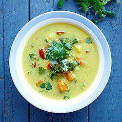 Wegańska zupa curry z jarmużem | Kwestia Smaku