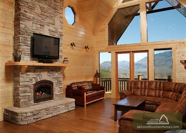 Gatlinburg vacation rental chalet kodiak mountain lodge for Jackson cabins gatlinburg tenn