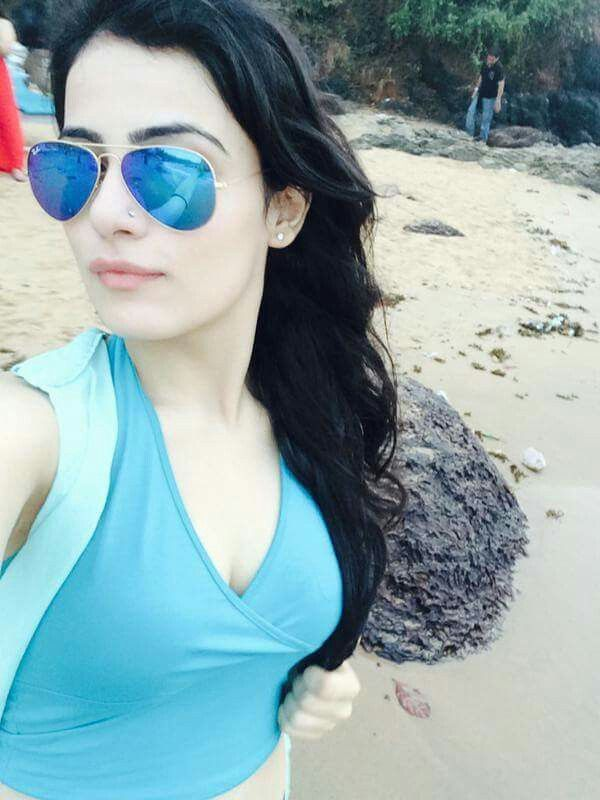 Her name is radhika madan she looks like a paige but not soo much