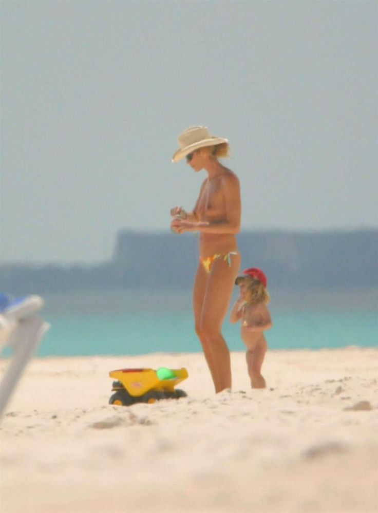 Elle MacPherson Topless Beach Pictures
