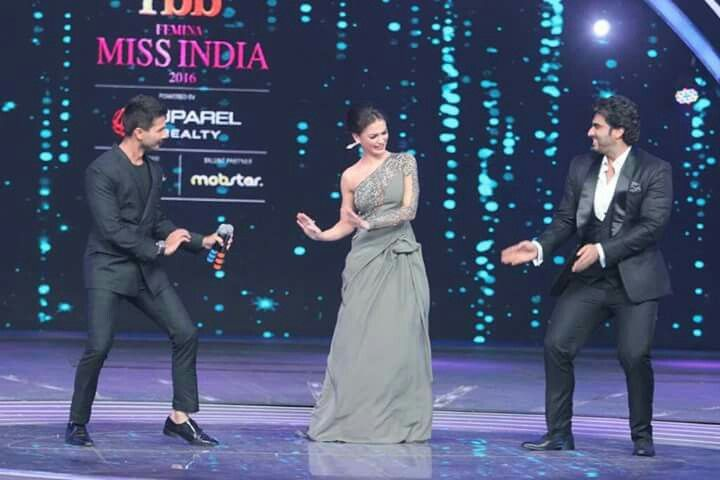 Last night at Femina Miss India was super fun...had great time with all #shanepeacock Sania Mirza #sanjaydutt #kabirkhan #arjunkapoor #ektakapoor #manishmalhotra #yammigautam #royo #shahidkapoor #varundhawan #srk #LoveyouMom