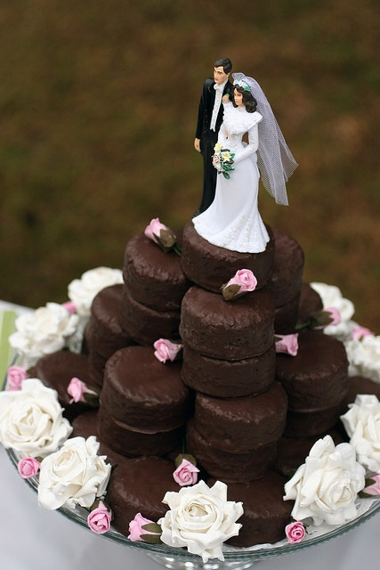 If these were cupcakes I'd die!  Love this idea for a vow renewal!