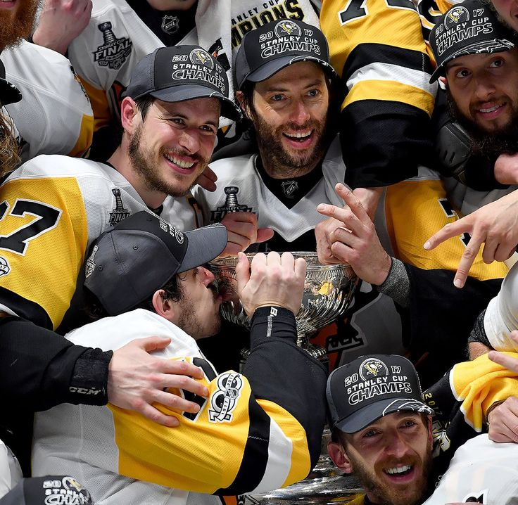 Matt Freed‏Verified account @mattfreedpghpg Penguins Evgeni Malkin gives the cup a kiss as the team photo is taken after defeating the Predators Sunday night. #StanleyCup #NSHvsPIT