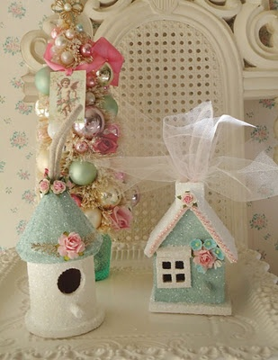 These are mini birdhouses. Cover the hole to turn into glitter house.