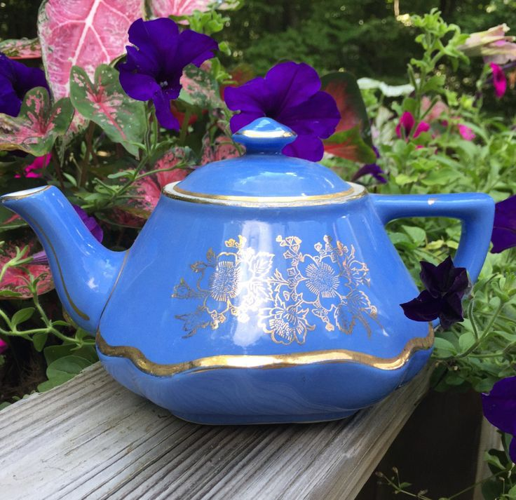 SALE Hall Pottery Teapot Baltimore Style 6 Cup #0169 Excellent Vintage Condition Periwinkle Blue with gold painting. Made in USA