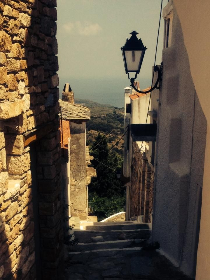 street-in-the-old-town-alonnisos.jpg (720×960)