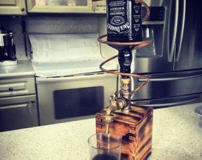 Il s'agit d'un distributeur d'alcool brûlé bois fait à la main. Les côtés peuvent être toupillé à la main et la bouteille est permanente. Appareil est livré avec un entonnoir de remplissage et un bouchon de Liège pour boucher le trou. Nous savons que toute autre conception peut être faite.