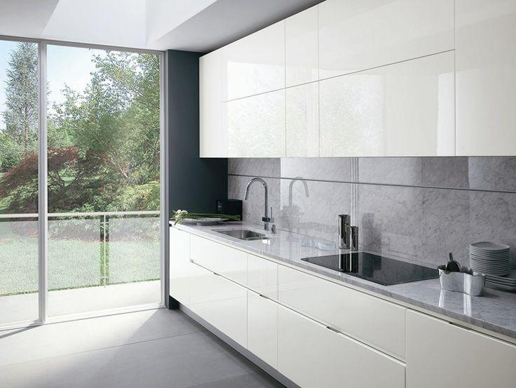 Oltre 25 fantastiche idee su cucine bianche moderne su pinterest moderna isola cucina cucine - Cucine classiche moderne foto ...
