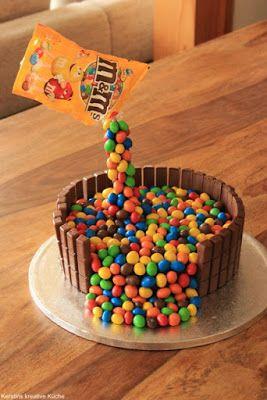 Kerstins kreative Küche: Illusion Candy Cake, schwebende m&ms Tüte Hier findet ihr eine Schritt-für-Schritt Anleitung mit Rezept und vielen Fotos damit ihr den Kuchen ganz einfach nachmachen könnt!