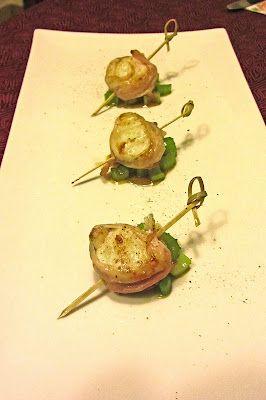 Bocconcini di rana pescatrice in camica di pancetta affumicata su sedano caramellato al miele di castagno