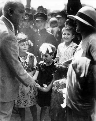 Mustafa Kemal Atatürk. Türkiye Cumhuriyetinin kurucusu.ulu önder