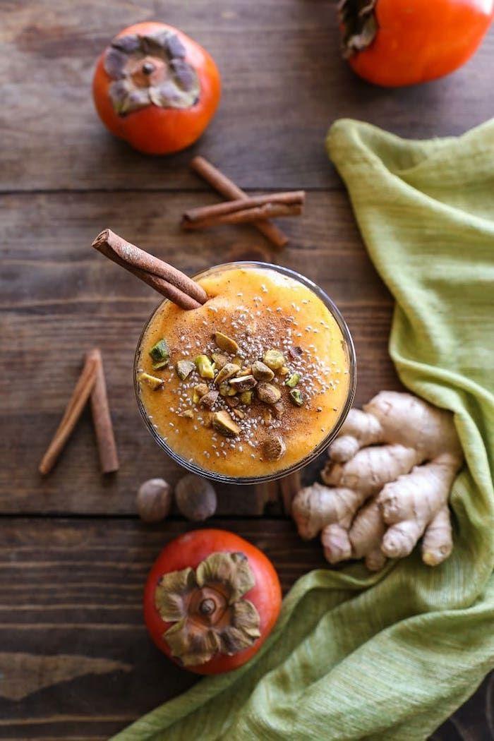 smoothie mit sharonfrucht, zimt, ingwer und nüssen, smoothie rezepte