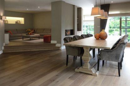 Interieurproject | CHARRELL - eetkamer met  houten tafel en fluwelen stoelen