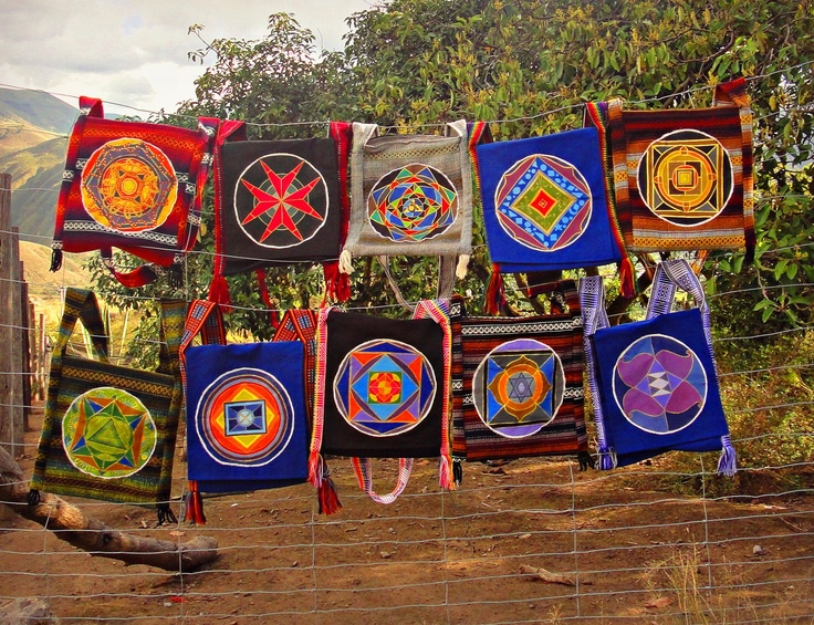 Mandalas en bolsos artesanales