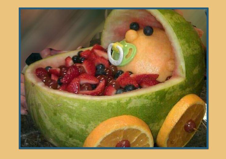 Una hermosa manera de consumir frutas.eso sí, para hacer estas decoraciones hay que tener talento y tiempo