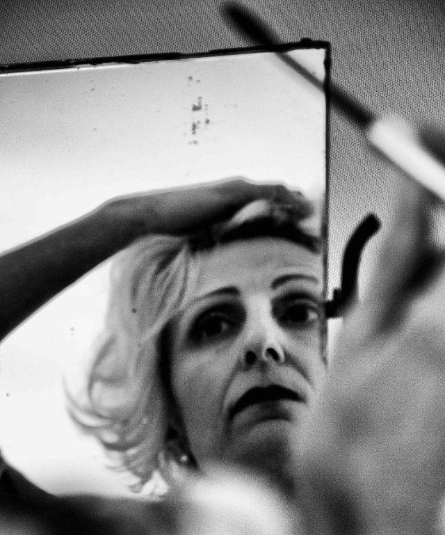 Italy Photo Shooting April 2016  #blackandwhitephotography #blackandwhite #bnw_photografare #bnw #bnw_captures #leica #portraitphotography #leicamonochrom #mirror #woman #moments #details #noctilux #photo_blackwhite #ritratto #biancoenero #photography #shooting #style #model #makeup #60s #life #lifestyle #contrast #noir_shots