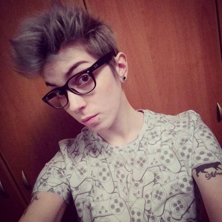 #hair #haircut #shorthair #shorthaircut #decolorazione #capelli #hair #tomboy #lesbian #greyhair #hairgrey #capelligrigi #hairstyle