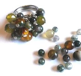 This ring is made with beautiful Agaath beads...