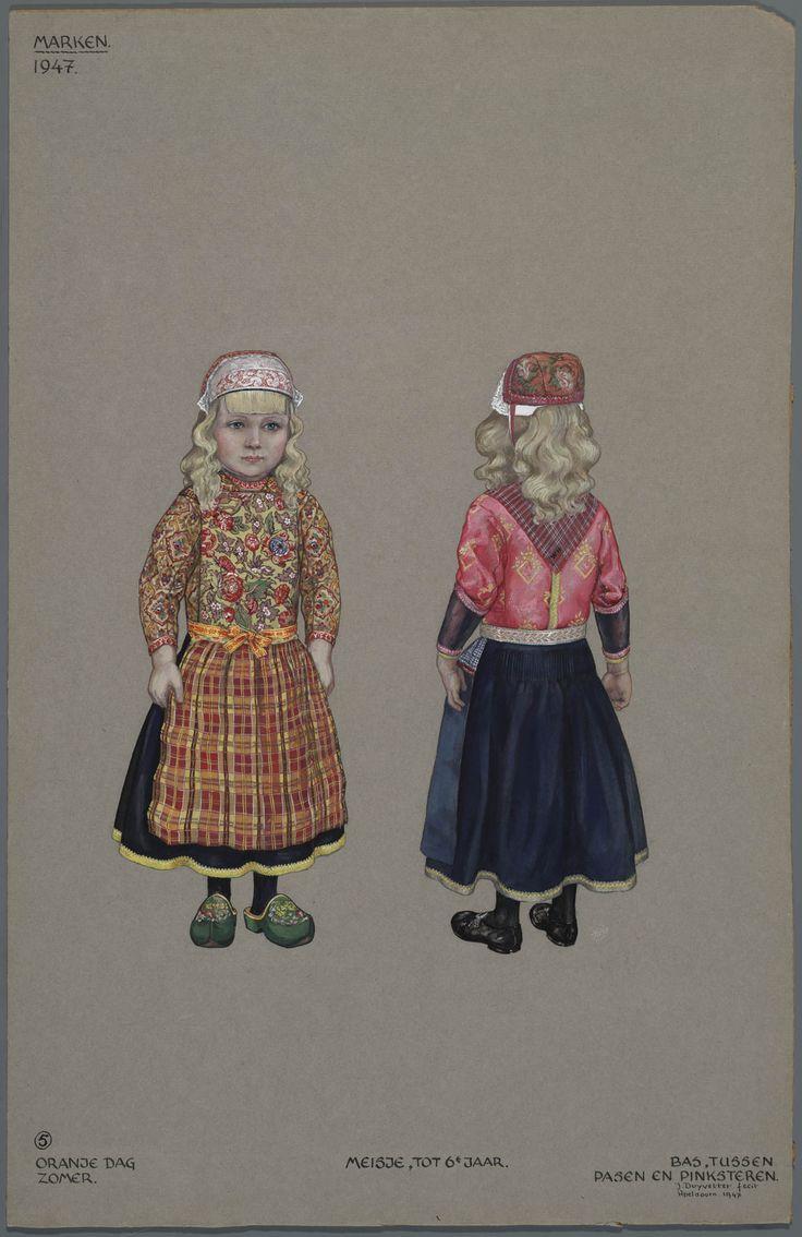 Marken, 1947. Meisje, tot 6e jaar. Links: Oranje dag, zomer. Rechts: Bas, tussen Pasen en Pinksteren. - meisje onder 6 jaar  Het linkermeisje is voor koninginnedag gekleed in oranje. Het rechtermeisje draagt de mooie kleren, bas, voor de periode tussen Pasen en Pinksteren.