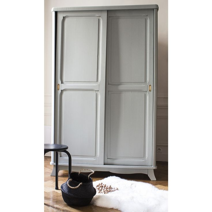 Best 25 grande armoire ideas on pinterest armoire for Grande armoire porte coulissante
