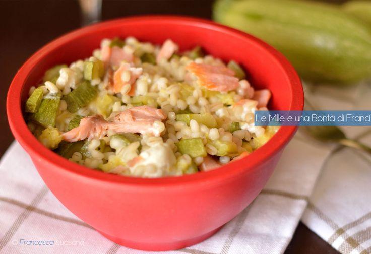 Orzotto+con+zucchine+feta+e+salmone