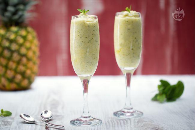 Il sorbetto di ananas e menta è una deliziosa idea per gustare un dessert fresco a base di frutta fresca e menta, che dona un sapore particolare.