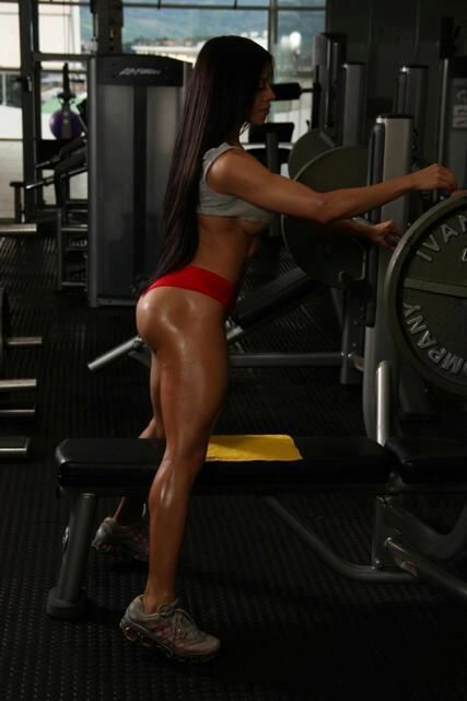 Although are quite easy these thigh exercises, it is important to perform a constant program.