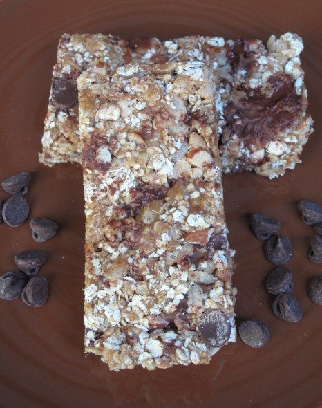 Chewy Crunchy Granola Bars - no-bake recipe with oats, peanut butter, and chocolate chips! @ The Monday Box #granola bar #care package #military care package