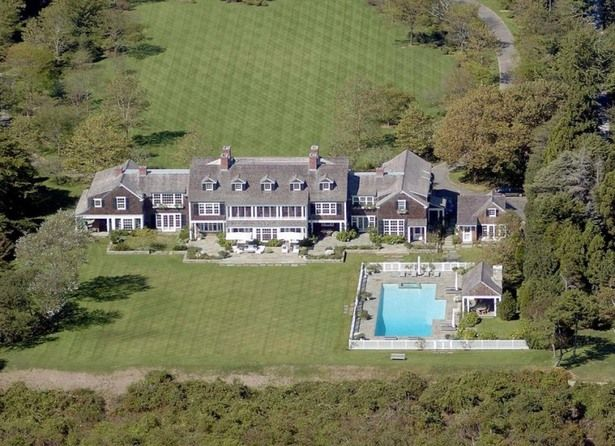 Jerry Seinfeld bought this mansion in The Hamptons from the great piano man, Billy Joel. But, for Jerry and his wife and kids, this is just their summer residence. $32 million