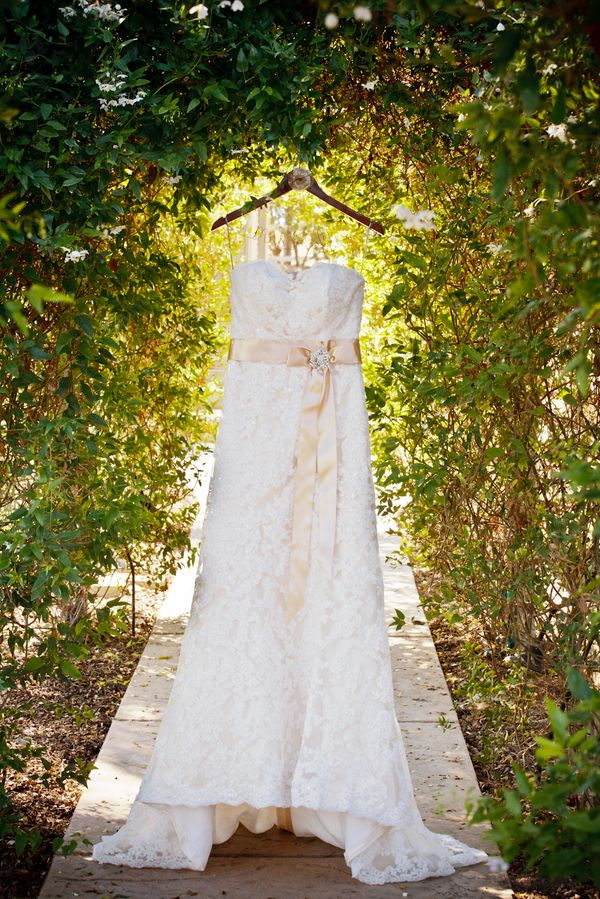 Country chic cute idea for wedding dress take it for Country sheek wedding dresses