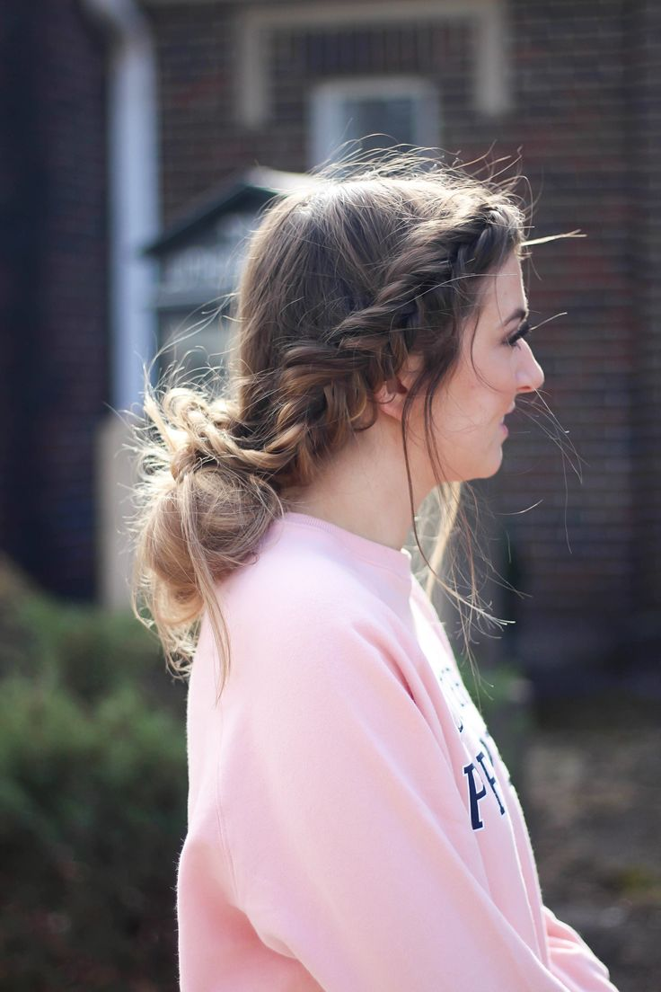Valentine's Day Hairstyles! Perfect hairstyles for Valentine's Day that are easy and no heat. I love finding cute hairstyles that are no heat hairstyl...