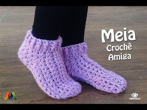 Olá pessoal, nesta aula a professora Simone Eleotério ensina como confeccionar esta meia em crochê, com a lã Amiga da Círculo S/A Adquira seus materiais aqui...
