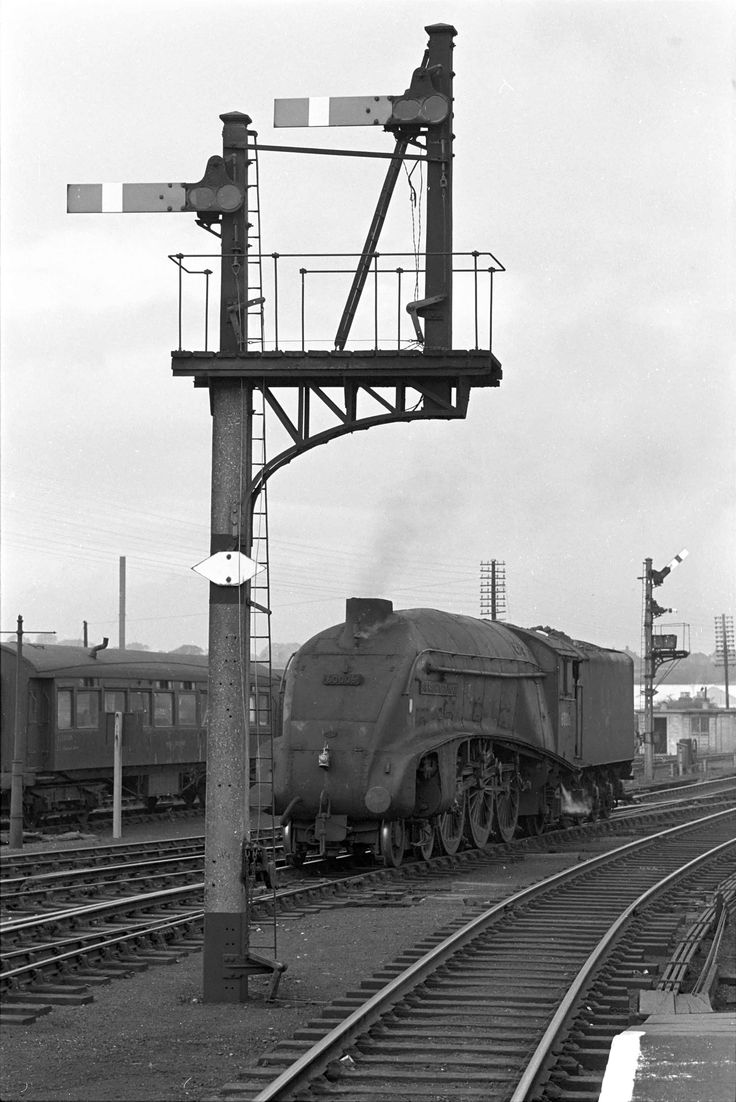 Signalled south along the Up & Down Goods line, No.60006 Sir Ralph Wedgwood approaches the Western platform starting signal on 10th October 1963.  In charge is Grantham Driver Ernie Woolatt, Photograph by Cedric A. Clayson, © John Clayson.